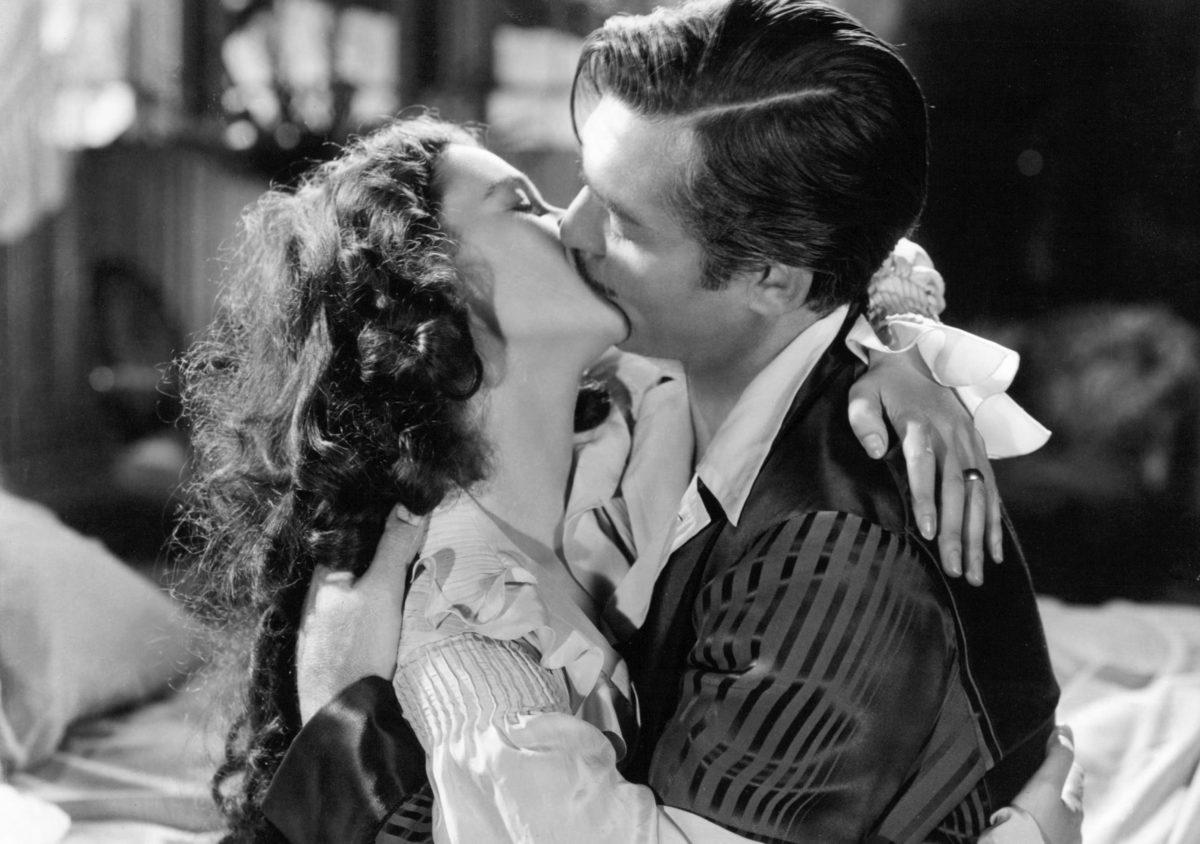 American actor Clark Gable (1901 - 1960) as Rhett Butler, and British actress Vivien Leigh (1913 - 1967) as Scarlett O'Hara, in 'Gone With The Wind', directed by Victor Fleming, 1939. (Photo by Silver Screen Collection/Getty Images)