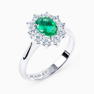 Ring with emerlad and diamonds
