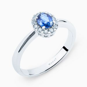 Saphire ring with diamonds