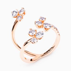 Rose golg ring with flower diamonds