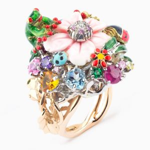 White gold ring with enamel flowers