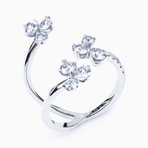 White golg ring with flower diamonds