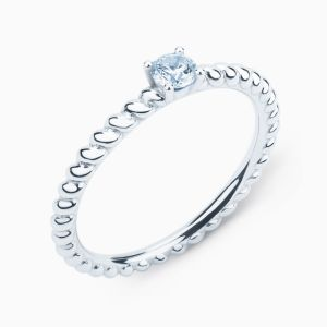 Solitaire Ring with Central Diamon